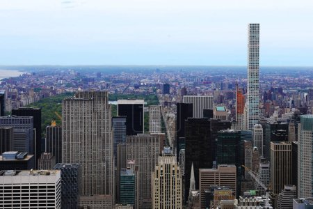 Photo pour Une vue large de Midtown Manhattan à New York - image libre de droit