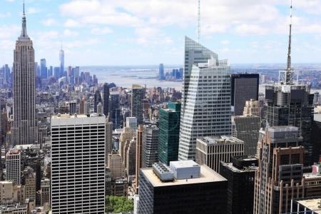 Photo pour Une vue de la Skyline dans Midtown Manhattan - image libre de droit