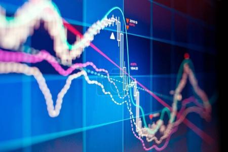 Photo pour Un graphique des actions et actions techniques sur écran d'ordinateur . - image libre de droit