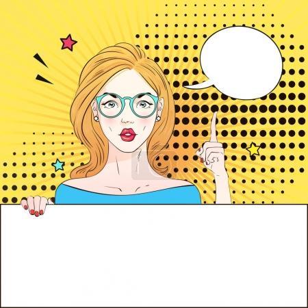 Illustration pour Pop Art Vintage affiche publicitaire fille comique dans des lunettes rondes tient une bannière blanche et le doigt levé. Femme comique avec bulle vocale. Illustration vectorielle - image libre de droit