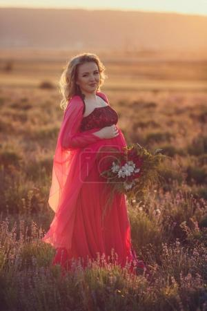 pregnant woman in holding flowers