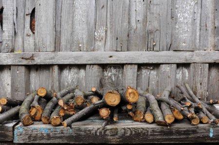 Photo pour Modèle étrange de mur de planche de bois classique texture arrière-plan. Matériau de décoration rétro pour bâtiment classique . - image libre de droit