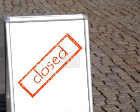 Schild an der Tafel geschlossen