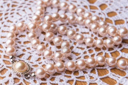 Luxury white pearl necklace