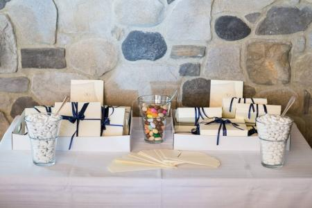 Wedding favors to be given to wedding guests