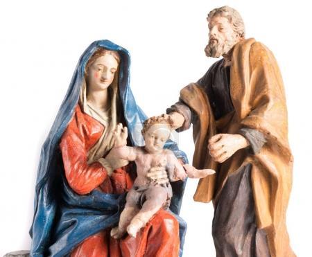 Photo pour Crèche de Noël représentée avec des statuettes de Marie, Joseph et l'enfant Jésus - image libre de droit
