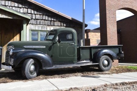 Photo pour Hillsboro, Dakota du Nord, 26 octobre 2019 : La vieille camionnette restaurée est une Gmc, General Motors Company, est une division automobile américaine du fabricant américain - image libre de droit