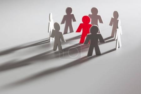 Photo pour Little People, The Odd un dehors, un peu rouge Figure dans un cercle de Grey - image libre de droit