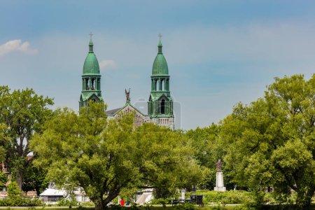 Photo pour Paroisse Saints-Anges et Collge Sainte-Anne prises du Lac St Louis, Lachine, Québec, Canada - image libre de droit