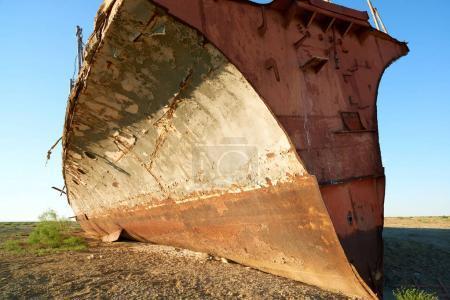 Photo pour Navires abandonnés Mer d'Aral La mer d'Aral est un lac autrefois un sel en Asie centrale. La mer d'Aral était un lac endorhéique situé entre le Kazakhstan au nord et l'Ouzbékistan au sud. . - image libre de droit