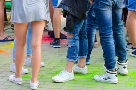 Photo pour Jeunes gens célèbrent le festival des couleurs à Gomel, en Biélorussie - image libre de droit