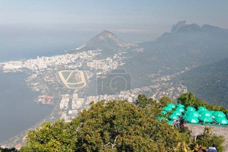 Foto de Vista desde Corcovado hacia Río de Janeiro (Lagoa de Rodrgio Freitas y Lagoa ) - Imagen libre de derechos