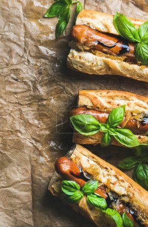 grilled sausages in baguettes