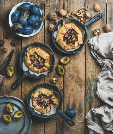 plums and walnuts crostata pies