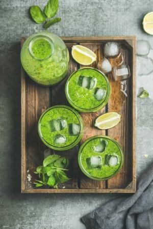 Fresh green smoothie s