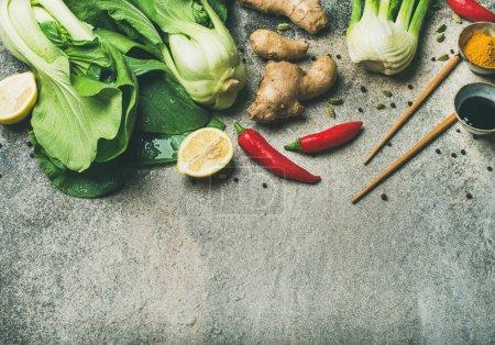 Photo pour Ingrédients de cuisine asiatique sur fond de béton - image libre de droit