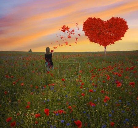 Photo pour Coeur rouge en forme d'arbre-symbole d'amour et de la Saint-Valentin - image libre de droit