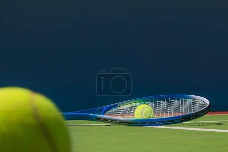 Photo pour Photo of tennis racket and tennis ball on court. - image libre de droit