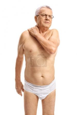 Photo pour Homme mûr en sous-vêtements souffrant de douleur au cou isolé sur fond blanc - image libre de droit