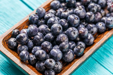 Photo pour Bleuets frais dans un bol. Concept de saine alimentation et de nutrition - image libre de droit