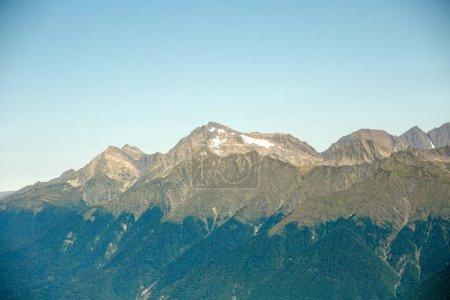 Photo pour Photo d'un paysage de montagne pittoresque le jour de l'été - image libre de droit