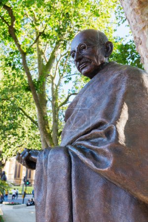bronze statue of Mahatma Gandhi