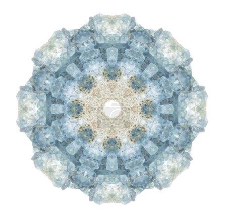 Photo pour Le cristal céleste bleu ciel rêveur nous relie à nos anges gardiens intérieurs. Véritable cristal de céleste a été utilisé pour faire ce beau mandala . - image libre de droit