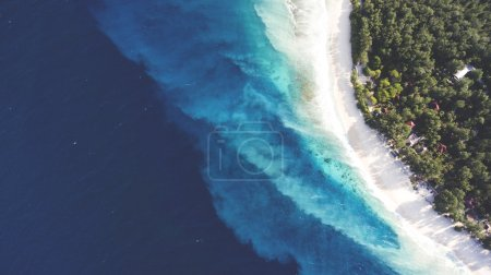 Top view aerial drone photo of stunning colored sea beach with crystalline water. incredibly beautiful blue ocean meet with powder-white seashore