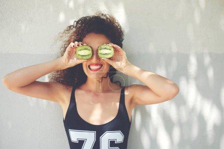 Photo pour Jeune sportive beau profiter d'entraînement fitness et lifestyle de nutrition saine inspirer - image libre de droit