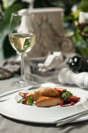 Foie Gras avec sauce aux canneberges et vin