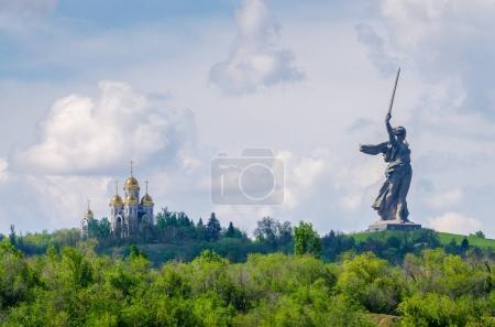 9. Mai, Tag des Sieges. ein Teil des Mamajew Kurgan und des Mutterland-Denkmals in Stalingrad (23. Februar, 9. Mai)).
