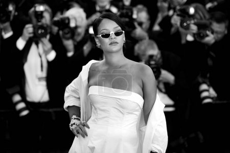 Photo for CANNES, FRANCE - MAY 19: Singer Rihanna attends the 'Okja' photo-call during the 70th Cannes Film Festival on May 19, 2017 in Cannes, France. - Royalty Free Image