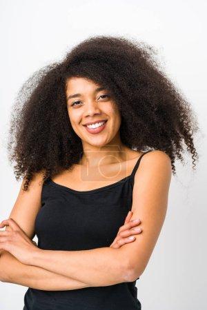 Photo pour Jeune afro femme visage de près isolé - image libre de droit