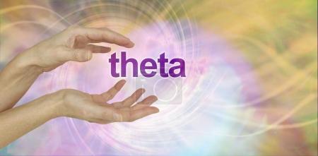 Photo pour Mains féminines incurvés autour du mot Theta sur tourbillonnant backgorund vortex énergie rose et or avec espace copie à droite - image libre de droit
