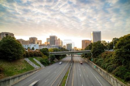 Photo pour Downtown Richmond, Virginie skyline au crépuscule . - image libre de droit
