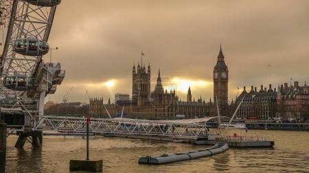 Silhouette shot of London skyline