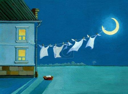 Photo pour Dans la nuit de la fenêtre étaler la lessive sur la lune - image libre de droit