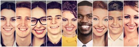 Photo pour Des visages souriants. Heureux groupe de personnes - image libre de droit