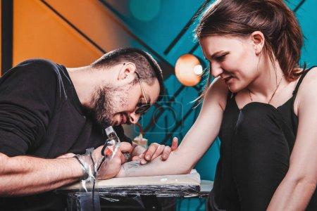 master tattooist makes a tattoo