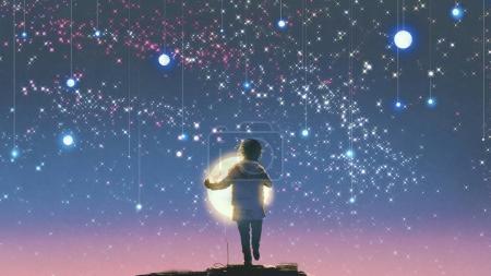 Foto de El muchacho con la luna que brillaba intensamente contra colgar estrellas en el cielo hermoso, estilo de arte digital, Ilustración pintura - Imagen libre de derechos