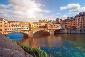 """Постер, картина, фотообои """"Прекрасным видом на город с знаменитый средневековый каменный мост Понте"""""""