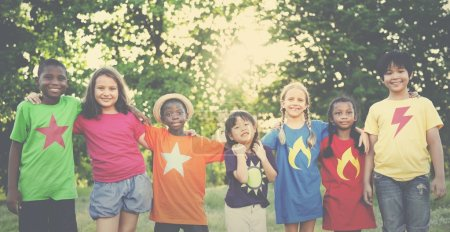 multiethniques enfants en plein air