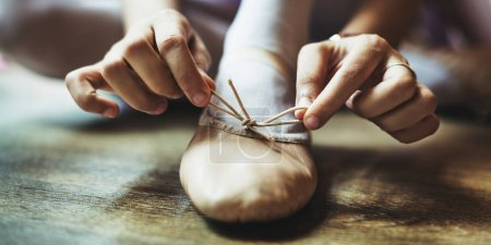 Ballerina Girl Tie Pointe shoe