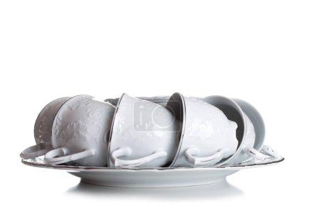 Photo pour Un ensemble de assiettes et de tasses en ton blanc. Sur les tasses et les assiettes motif doux. Un ensemble de plats peut être vu d'en haut. dix tasses et vaisselle. Mise en table .. - image libre de droit
