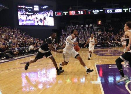 Photo pour Carlos Johnson garde pour le Grand Canyon University Lopes au GCU Arena à Phoenix, AZ / USA 5 nov. 2019 . - image libre de droit
