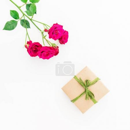 beautiful red roses and gift box
