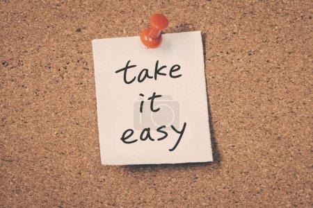 Photo pour Considérer un simple message sur un panneau d'affichage - image libre de droit
