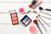 Kosmetika a oblečení pro ženy