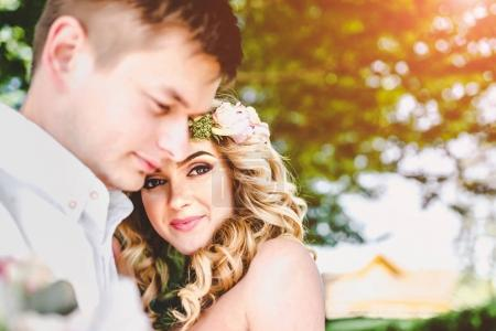 couple de mariage en plein air