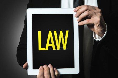 Photo pour Homme d'affaires tenant tablette avec inscription loi - image libre de droit